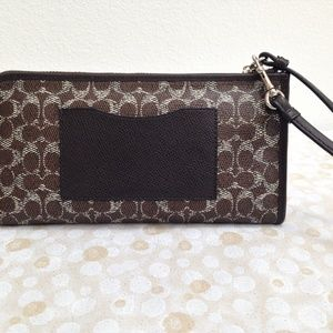 Coach Bags - COACH Large Zip Zippy Wallet  - Style 52462 in EUC